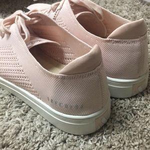Skechers Shoes - Adorable comfortable Skechers Street shoes